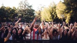 crowd-1531427_640.jpg